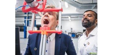 3D打印全自动咽拭子机器人帮助降低检测风险