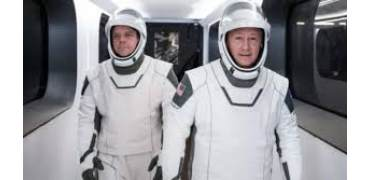 SpaceX 龙飞船宇航员穿戴了3D打印头盔,简约但不简单