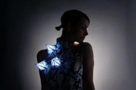 3D打印流星连衣裙,向太空致敬